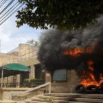 Embaixada dos Estados Unidos em Honduras é queimada