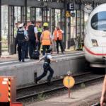 Menino morre em Frankfurt ao ser empurrado na frente de trem