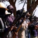Bolsonaro sanciona lei que vai liberar armas às milícias rurais