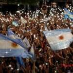 No discurso da vitória presidente eleito na Argentina pede Lula Livre!