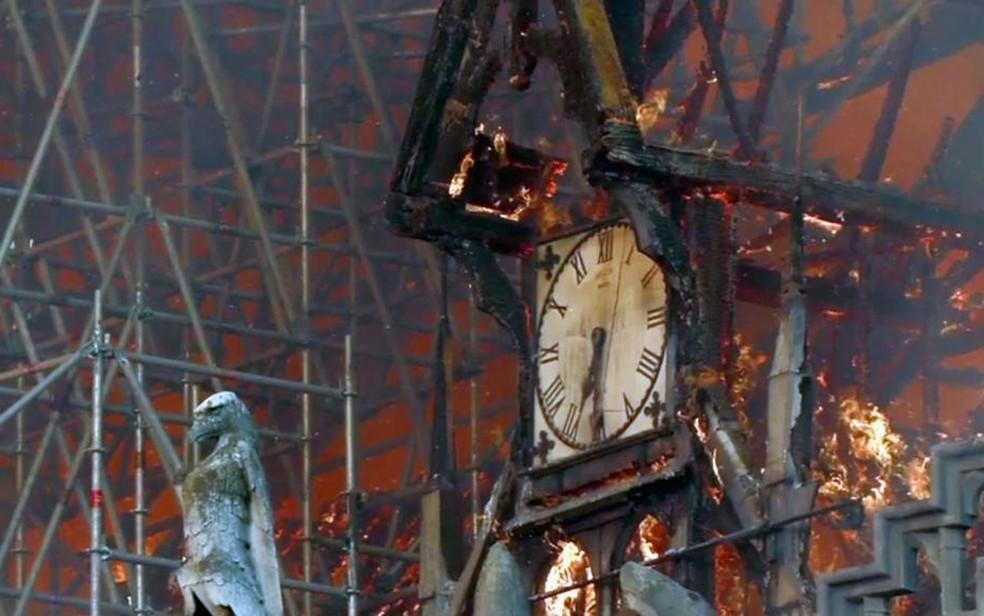 relógio queimado