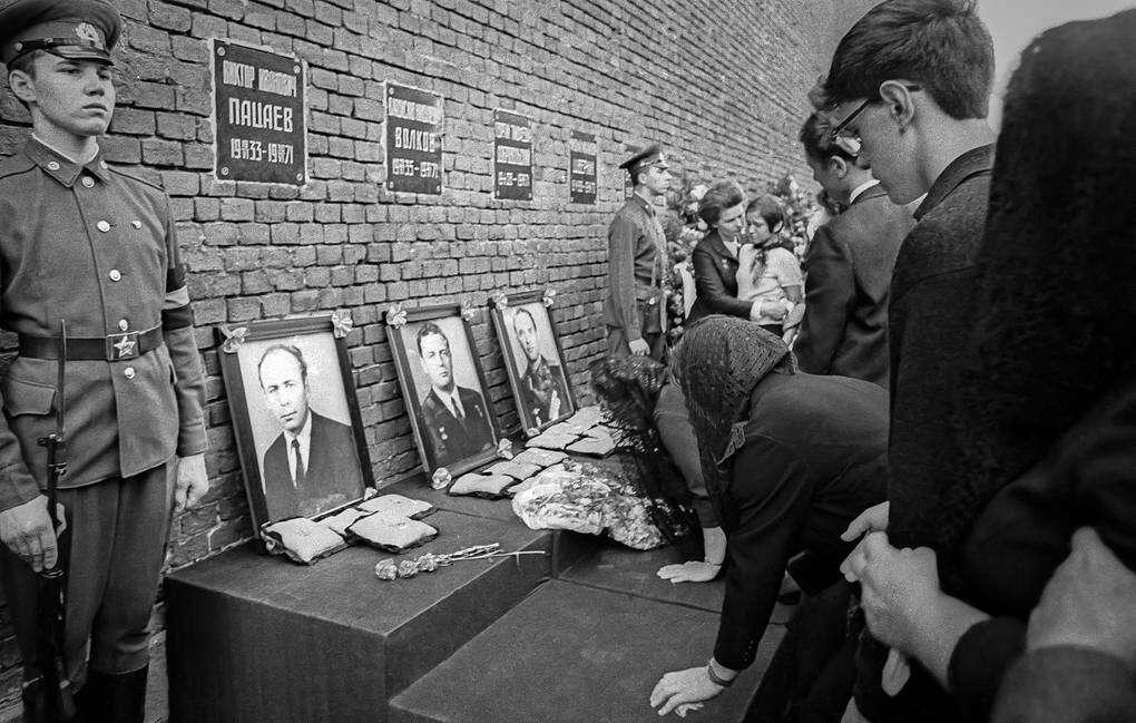 cosmonautas túmulo